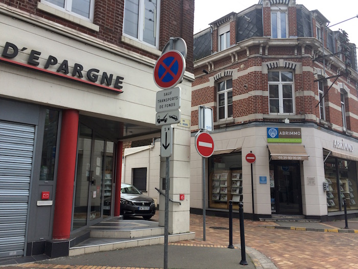 Le Bourg : une banque et une agence immobilière