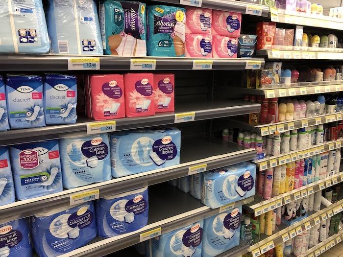 Moins de couches pour fuites urinaires légères au supermarché