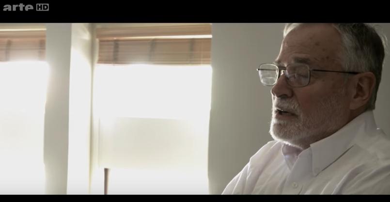 George Papanicolaou, spécialiste des mathématiques financières, pleure.