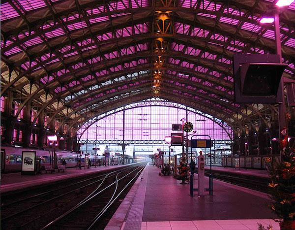 La gare Lille-Flandres en rose pour Lille 2004